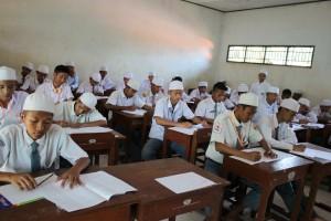 Pada minggu ini misalnya, SMA Al Ashriyyah Nurul Iman sedangkan mengadakan Ujian Sekolah yang berlangsung dari tanggal 23 hingga 28 Maret mendatang. Diperkirakan 553 siswa yang menjadi peserta US ini akan mengikuti UN pada 13 – 15 April 2015.
