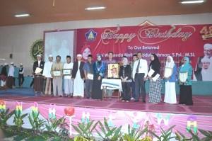 Pemberian Penghargaan Kepada Orang-orang yang Berjasa Dengan Nurul Iman.