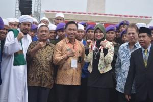 Umi Waheeda saat mendapatkan Penobatan Sebagai Ibu Bela Negara Indonesia.
